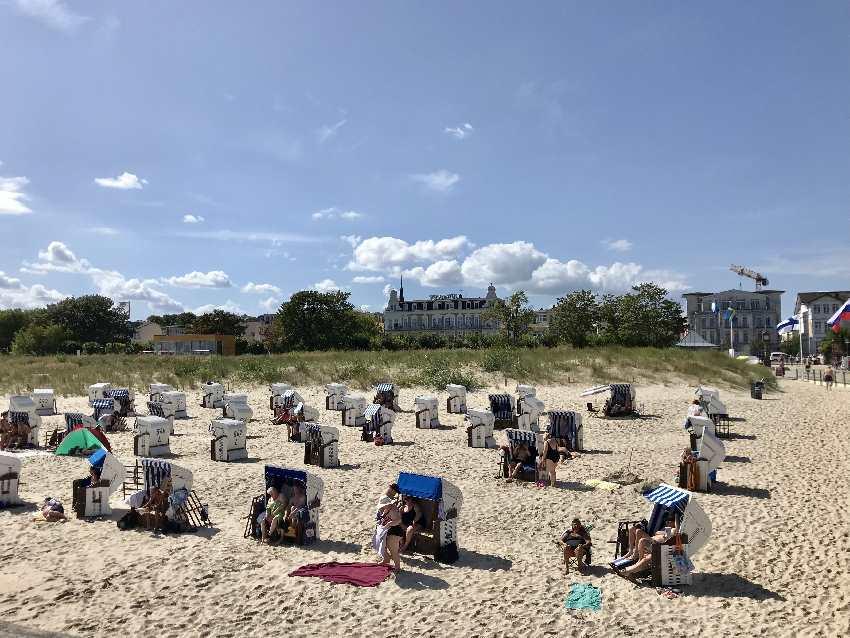Usedom Strand: In der Ostsee baden wie zu Kaiser´s Zeiten: Am Ahlbeck Strand