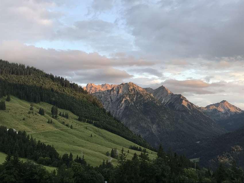 Die Allgäuer Alpen gehören genausso dazu wie die Hügel und Wälder im flacheren Westallgäu