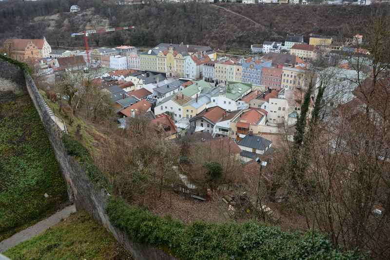 Der Ausblick von der Burg auf die Altstadt Burghausen im Familienurlaub Bayern