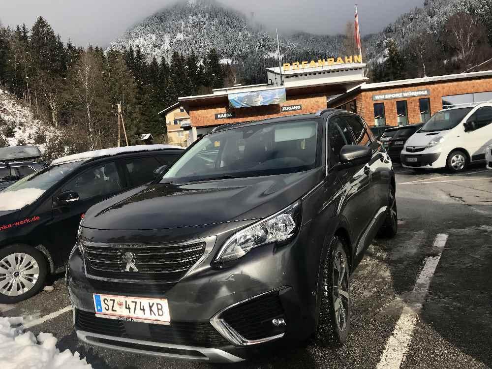 Anfahrt zum Parkplatz der Rofanseilbahn - parken direkt bei der Talstation, hier noch im Nebel!