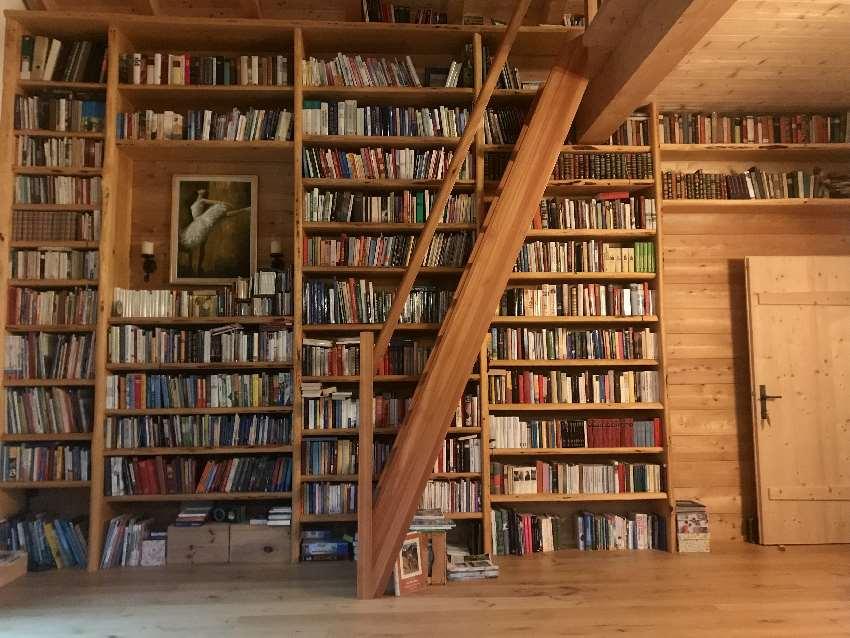 Der Archehof hat eine Bücherei