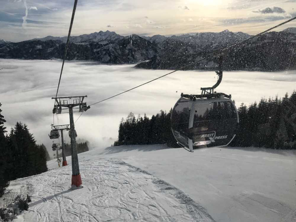 Skigebiet Schmittenhöhe - Mit der Areitbahn fahren wir aus dem Nebel heraus - ein Traum!
