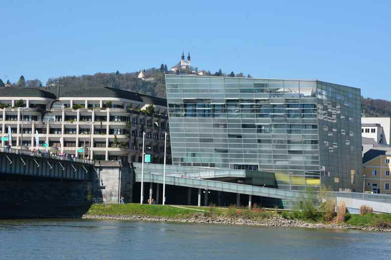 Futuristisch sieht das Ars Electronica Center von außen aus