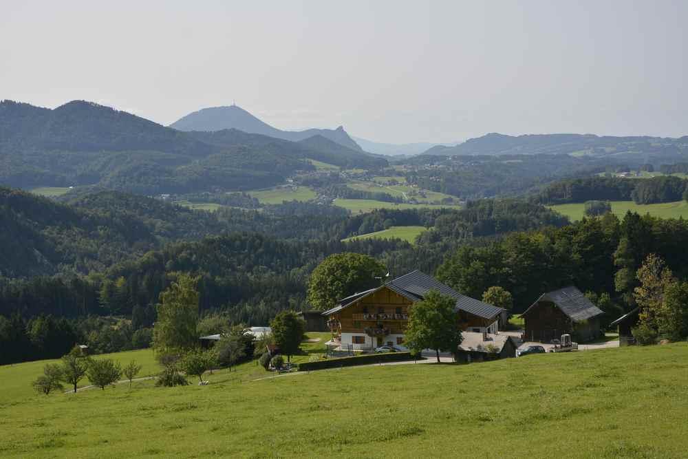 Das ist Ausblick über die schöne Landschaft beim Forsthaus Wartenfels
