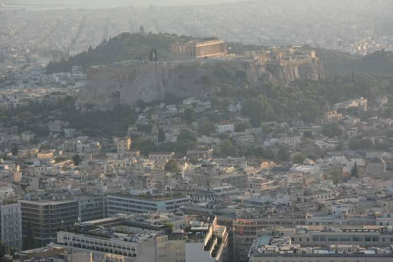 Der Ausblick vom Lycabettus über Athen hinüber zur Akropolis