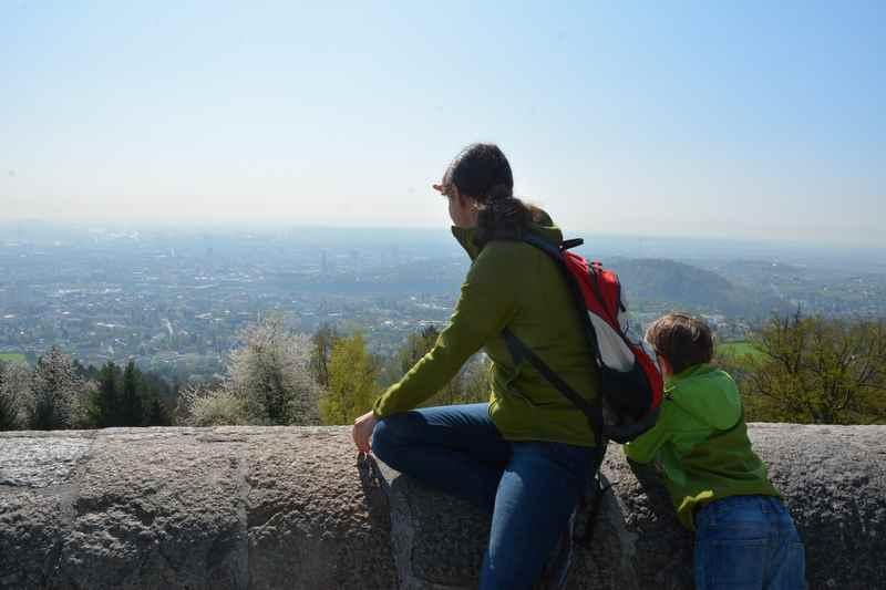 Der Ausblick vom Pöstlingberg mit Kindern an der bekannten Aussichtskanzel
