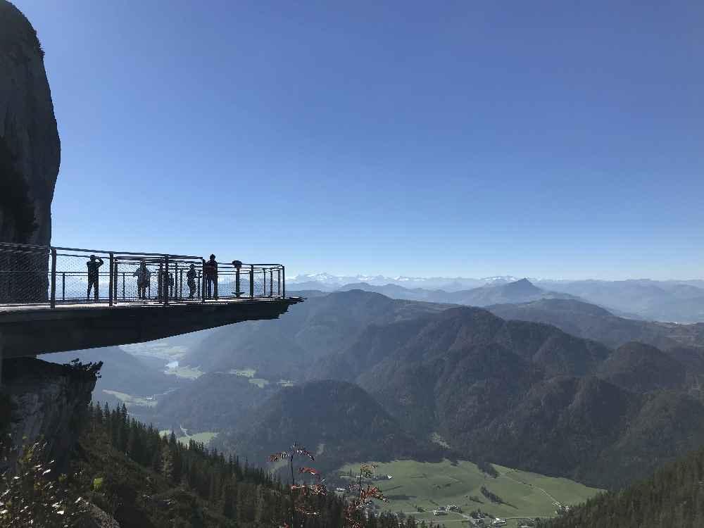 Oder mit Kinderwagen zu diesem Aussichtspunkt auf der Steinplatte in Tirol?