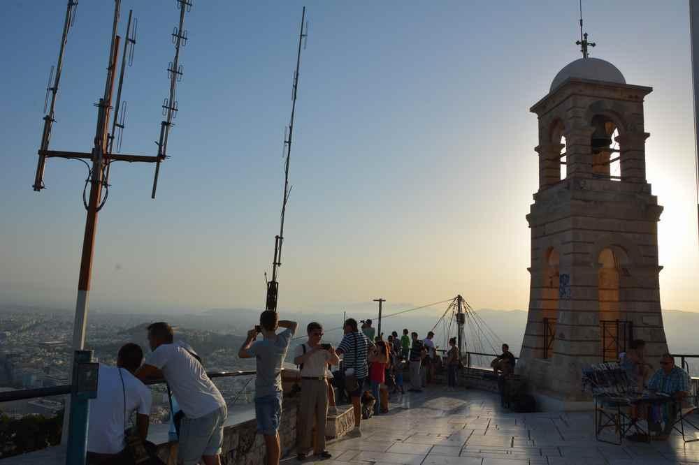 Griechenland Sehenswürdigkeiten: Ausflug in Athen mit Kindern über die Dächer der Stadt. Wir zeigen euch, wie ihr dorthin kommt.