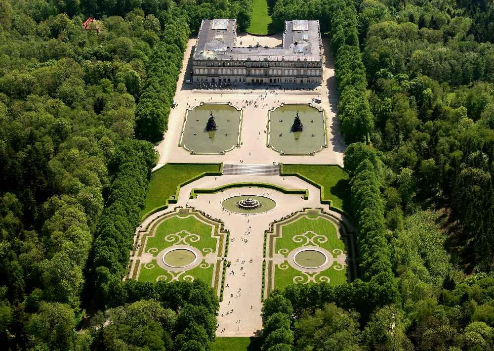 Imperial! Der Blick von oben auf die herrschaftliche Anlage rund um das Schloss Herrenchiemsee © Bayerische Schlösserverwaltung, Bavaria Luftbild