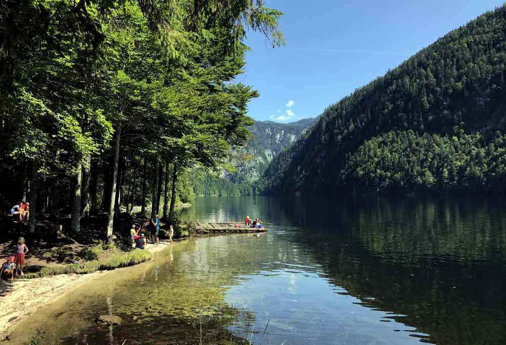 Unsere Ankunft bei der Drei Seen Tour am Toplitzsee - am Ufer kann man auch mit den Kindern baden.