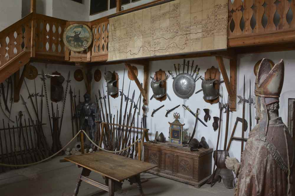 So schaut es in der Waffenkammer auf, früher war hier das Gericht