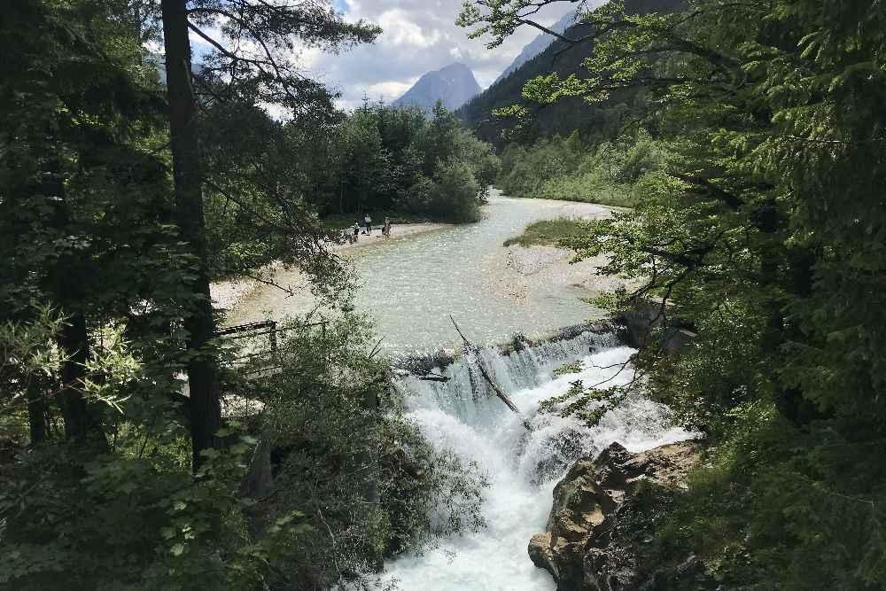 Hitze Ausflugsziel in der Leutasch: Die Leutascher Ache oberhalb der Leutaschklamm in Tirol