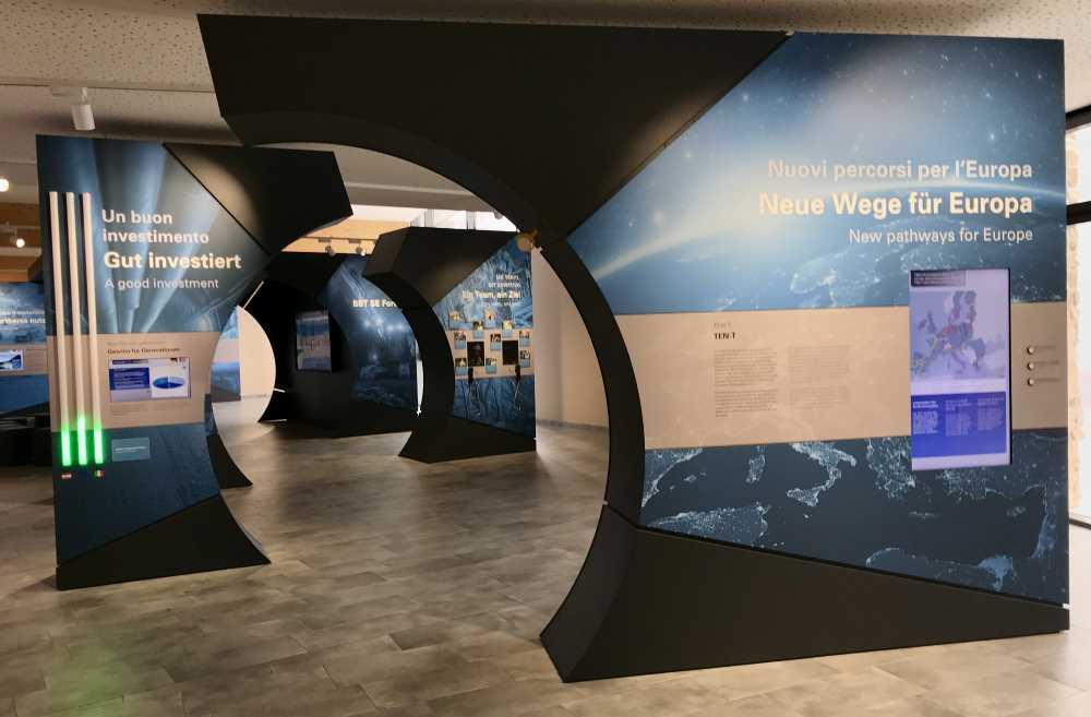 Hier geht es in die Ausstellung über den Eisenbahntunnel in den Alpen