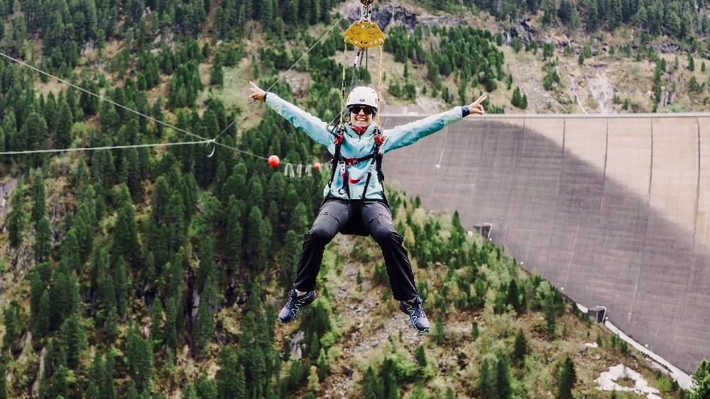 ... mit Flying Fox und Klettersteig in der Staumauer