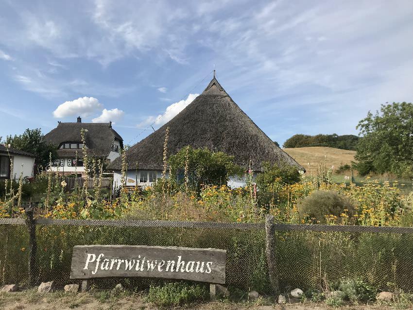 Idyllische Ausflugsziele Rügen mit Kindern: Das Pfarrwitwenhaus im Mönchgut
