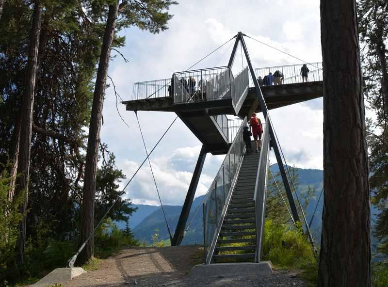 Die Aussichtsplattform Il Spir bei der Rheinschlucht in Flims