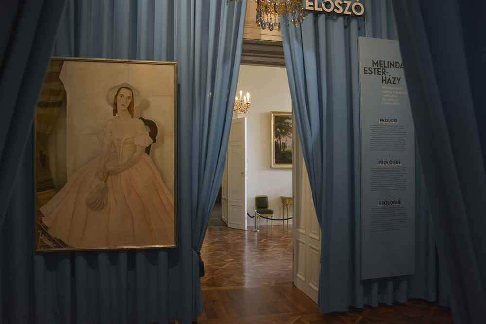 Das ist der Eingang zur Sonderausstellung über die letzte Fürstin Melinda Esterhazy