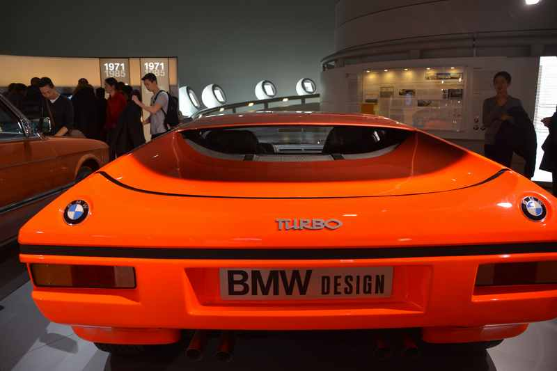Im Automuseum München: Designstudien und Oldtimer neben der BMW Welt München