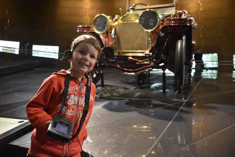 Im Automuseum Stuttgart mit Kindern: Das Mercedes Museum und das Porsche Museum sind ein Erlebnis für Kinder