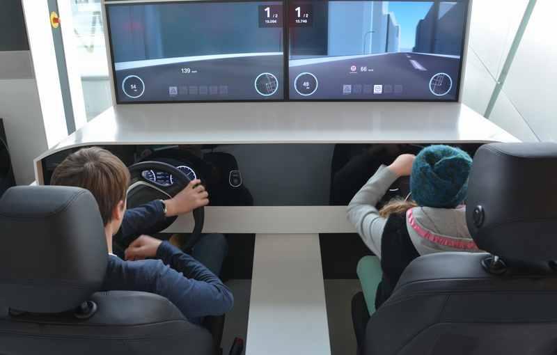 BMW Fahrsimulator - ein großer Spaß für Kinder in der BMW Welt München