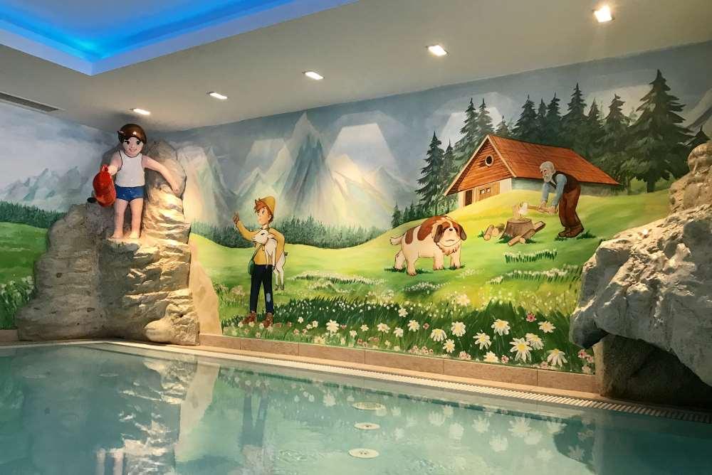 Das Schwimmbad im Heidihotel