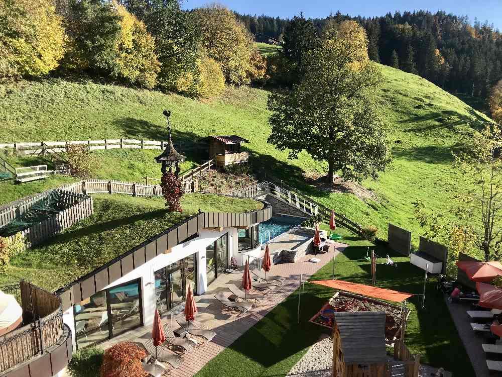 Wandern mit Kinderwagen und einen schönen Familienurlaub verbringen: Das Babyhotel in Österreich von oben