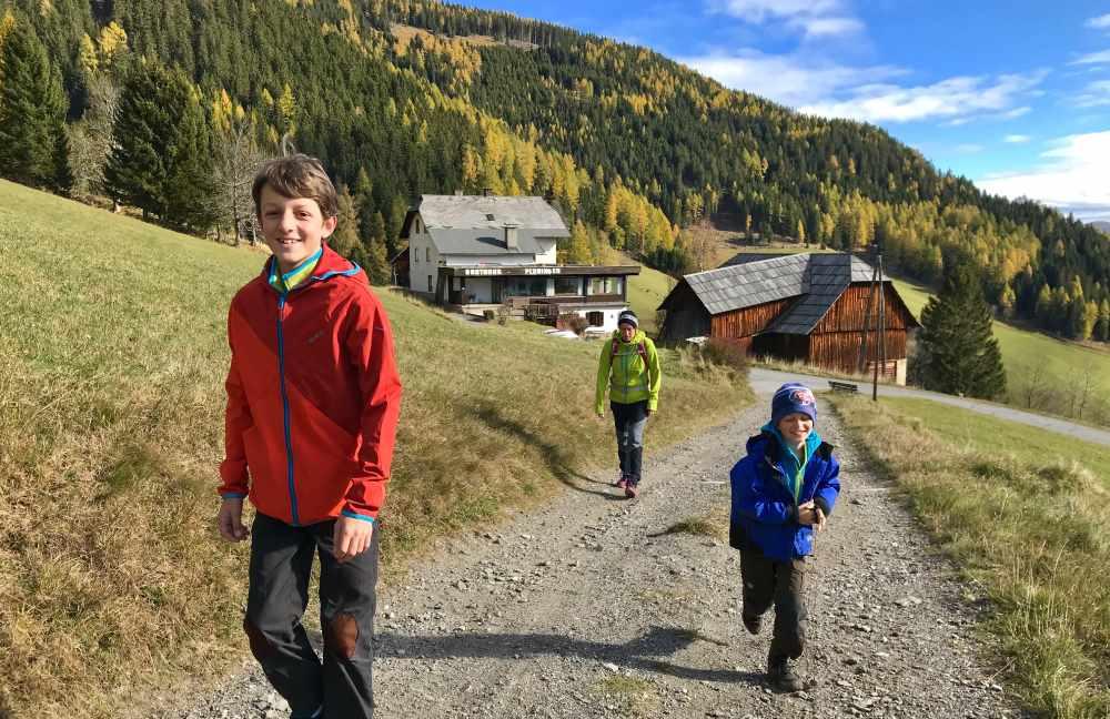 In Bad Kleinkirchheim wandern mit Kindern - oberhalb vom ehemaligen Gasthof Ploninger