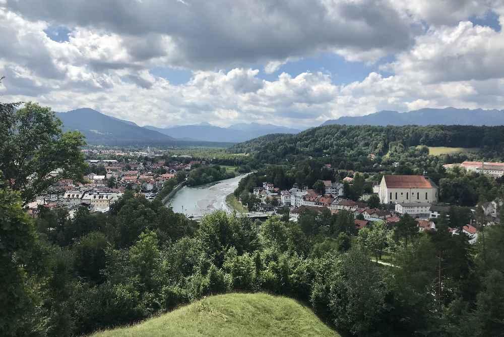 Wanderurlaub mit Kindern: Ausblick von der Anhöhe beim Wandern rund um Bad Tölz