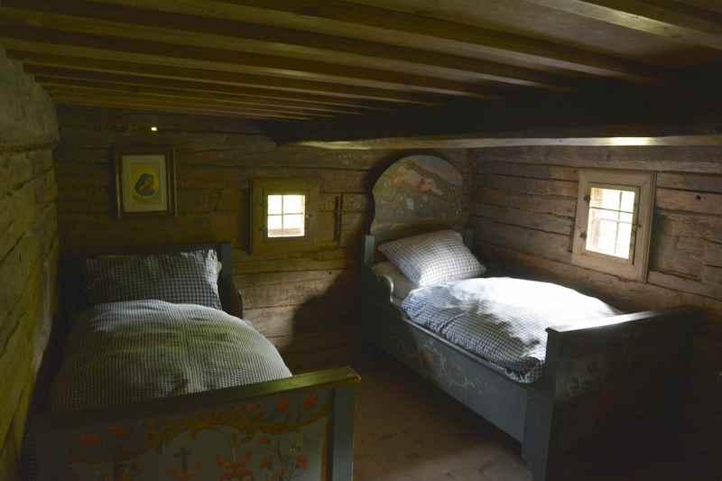 Freilichtmuseum Glentleiten: Mehrere Personen schliefen früher in einem Raum zusammen
