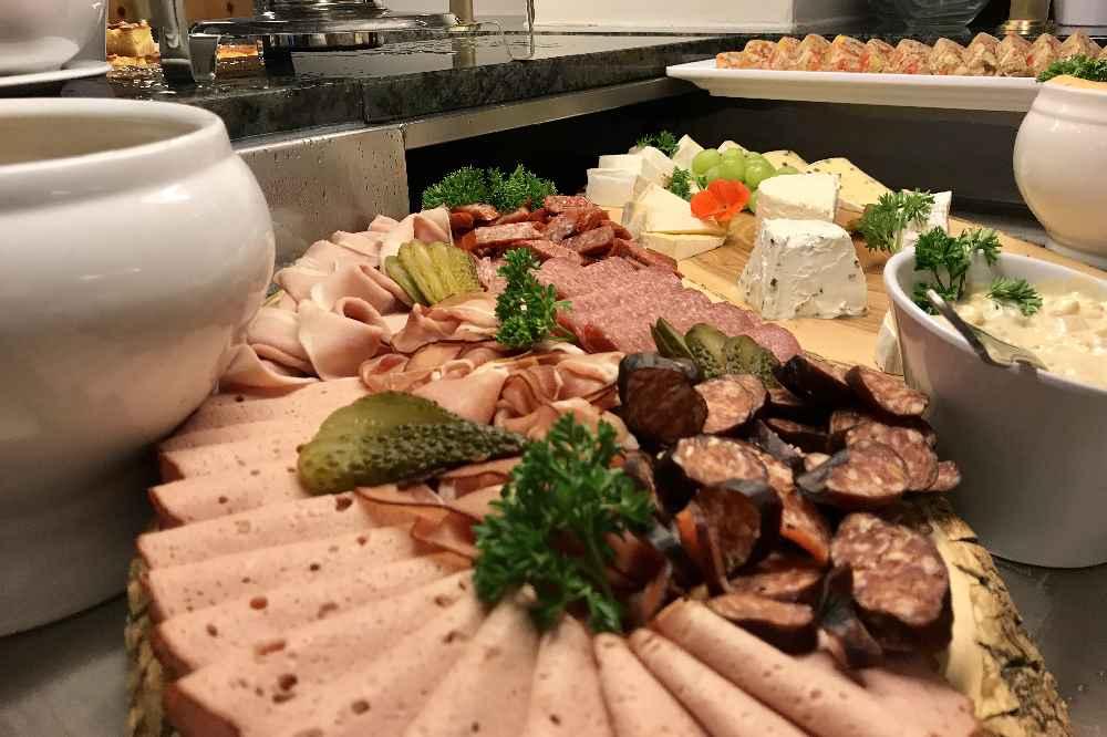 Tölzer Land geniessen: Die bayerische Brotzeit - als Vorspeise am Buffet für das Abendessen