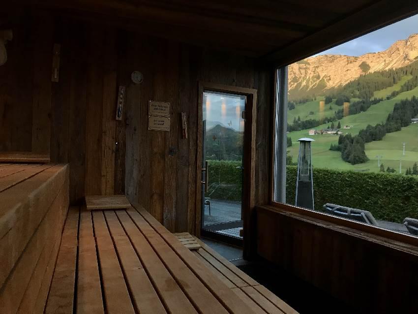 Wow - Blick auf die Berge, aus der Sauna heraus! Das ist das Kinderhotel Oberjoch