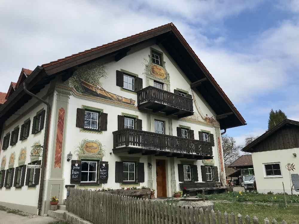 """Start der Familienwanderung """"Beim Fischer"""" in St. Heinrich am Starnberger See"""
