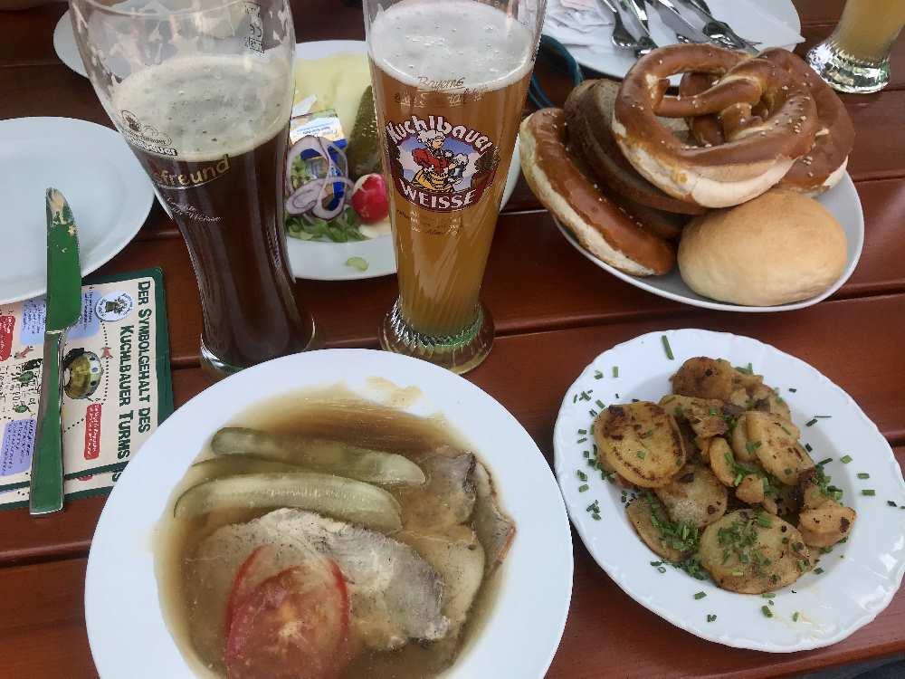 Sehr gut und hausgemacht: Die Sulze im Biergarten beim Kuchlbauer Turm