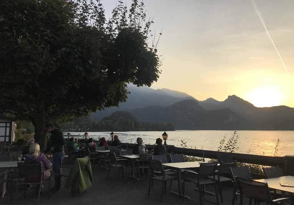 Am Kochelsee wandern mit Kindern und abends den Sonnenuntergang im Biergarten geniessen