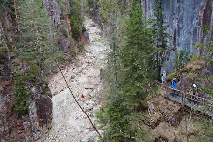 Bletterbachschlucht Aldein: Die bekannteste Schlucht in Südtirol ist ein breites Flußbett, eine Wanderung führt durch