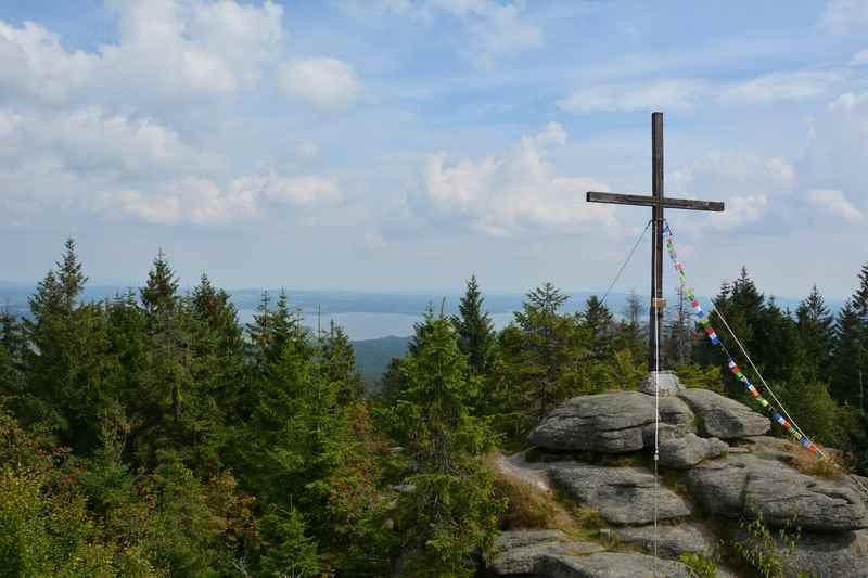 Familienwanderung Oberösterreich: Im Böhmerwald wandern mit Kindern, die Granitfelsen sind gut zum Kraxeln für Kinder