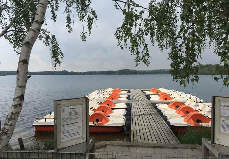 Boot fahren - viele Tretboote sind im Sommer am Ufer - allerdings zu eingeschränkten Öffnungszeiten