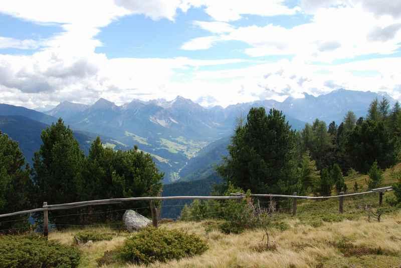 Brixen wandern mit Kindern und den Ausblick auf das Pustertal geniessen