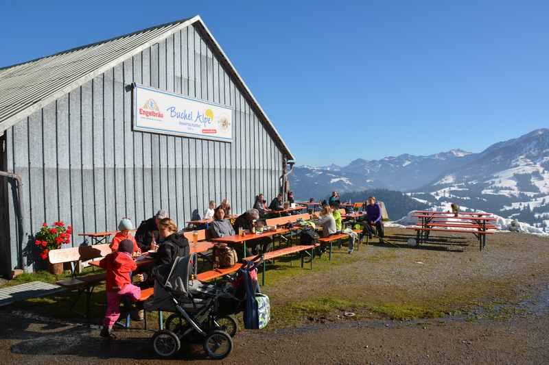 Im Allgäu wandern mit Kinderwagen zur Buchelalpe bei Oberjoch
