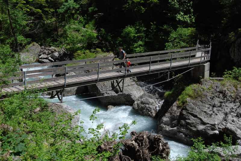 Brücken führen durch die Bürser Schlucht - schön zum Wandern mit Kindern