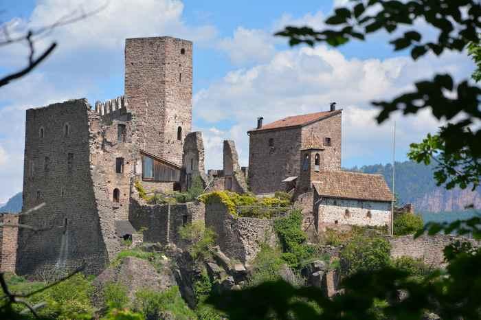 Zur Burg Hocheppan wandern mit Kindern in Südtirol