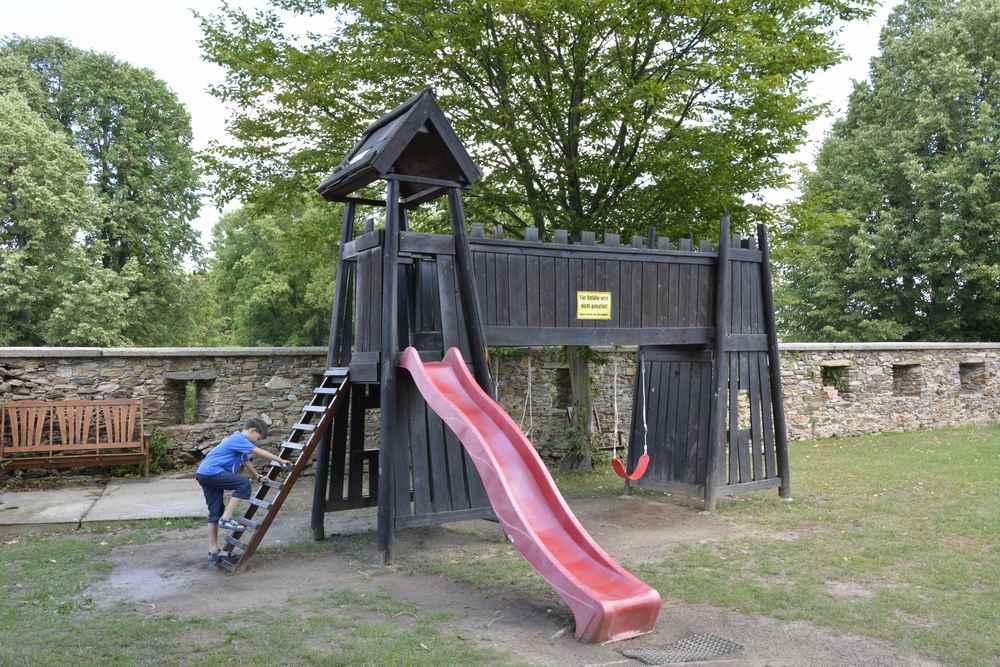 Die kleine Burg als Spielplatz für die Kinder im Burgenland
