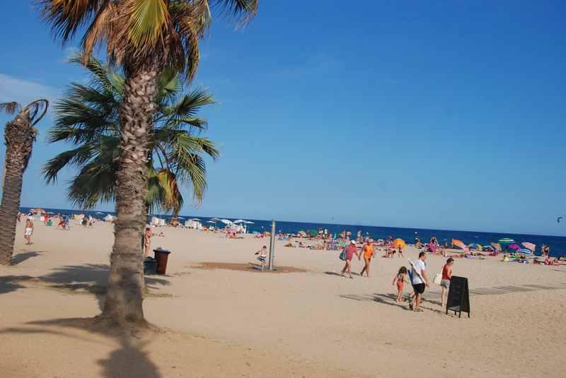 Calella Spanien: Der weite Strand im Familienurlaub an der Costa Barcelona
