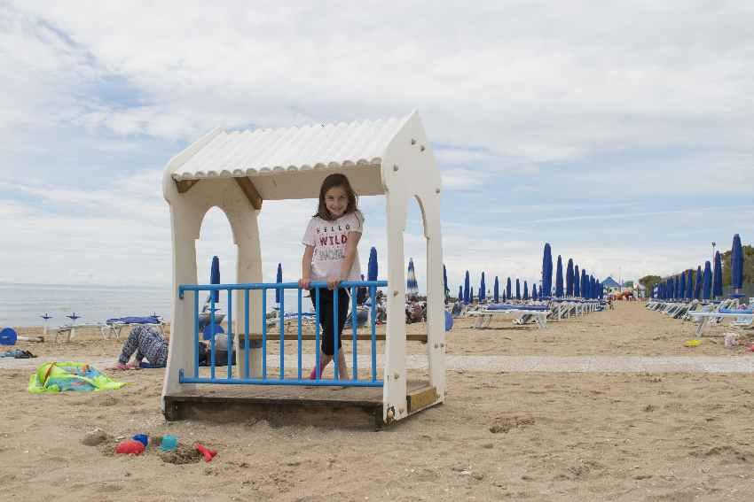 Das ist der kleine Spielplatz am Meer am Europa Camping Village Campingplatz