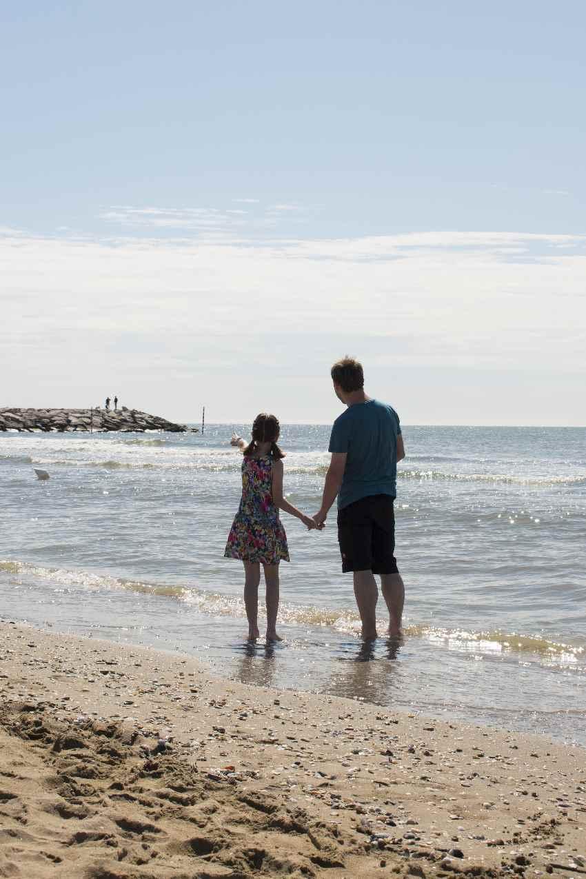 Camping Italien am Meer mit Kindern - Strandspaziergang direkt nach dem Aufstehen