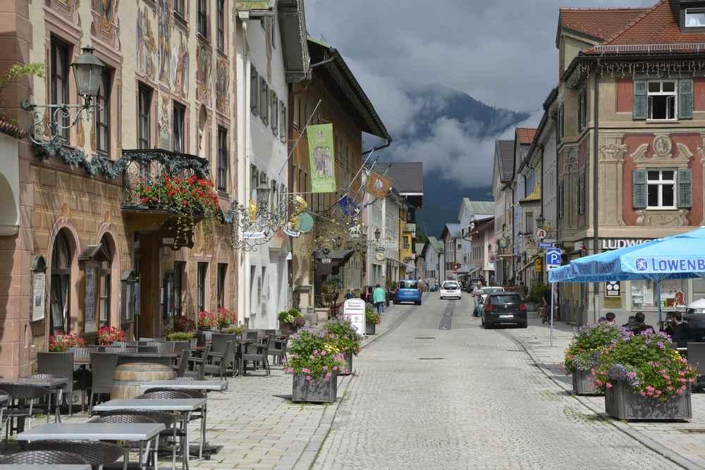 Malerische Häuserfassaden in Bayern