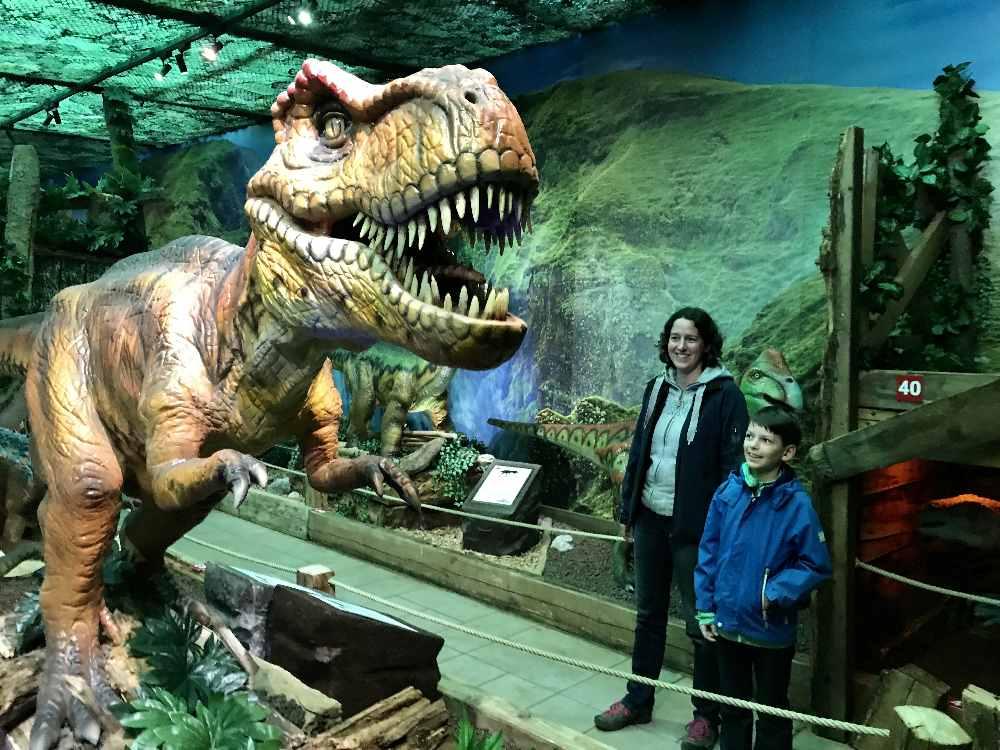 Unser Familienausflug ins Dinoland Tirol: So riesige sind die Dinosaurier