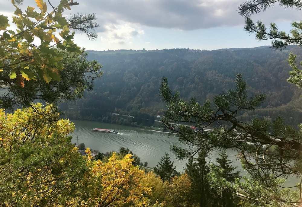Wir wollen von der Donau zu einem Aussichtspunkt bei Kramesau wandern