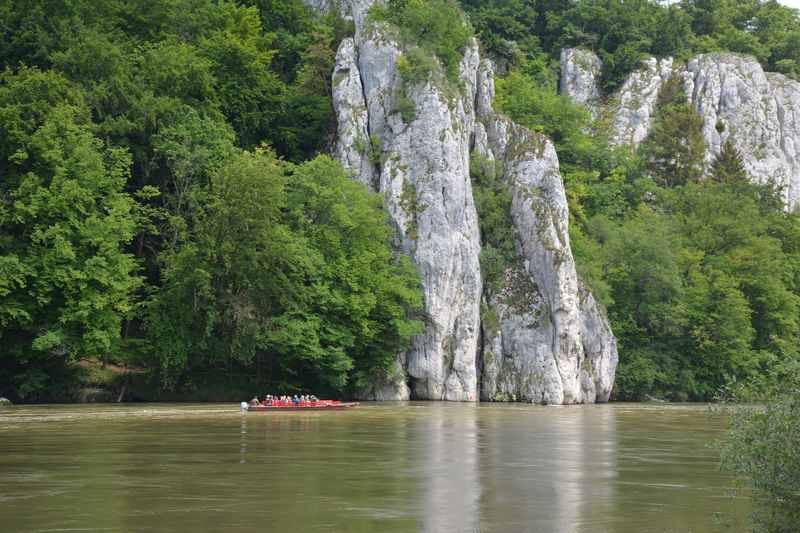 Zum Donaudurchbruch mountainbiken, mit dem Schiff oder Boot zurück nach Kelheim