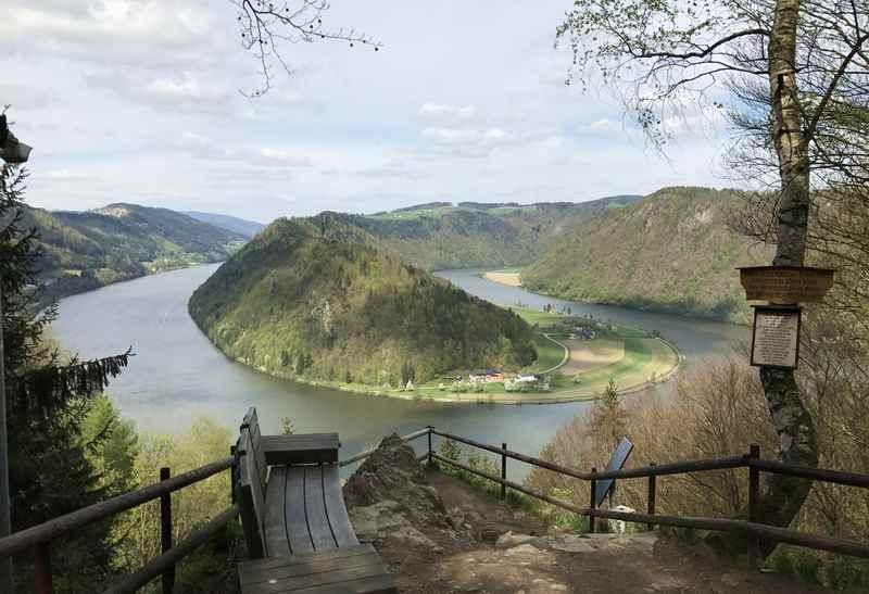 Wandern Oberösterreich an der Donauschlinge - Teil der Donausteig - Fernwanderung